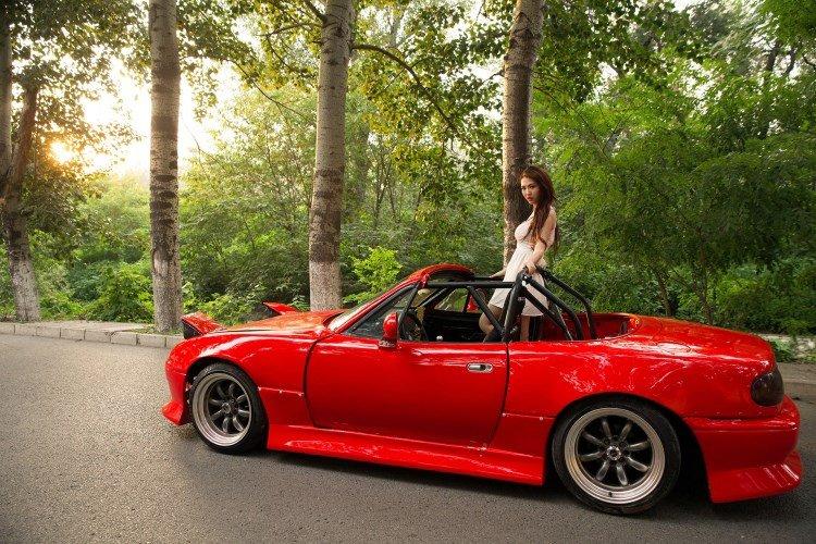 Hotgirl nhí nhảnh bên Mazda MX-5 2.