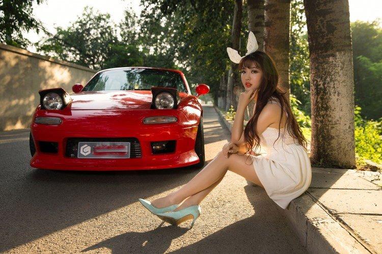 Hotgirl nhí nhảnh bên Mazda MX-5 5.