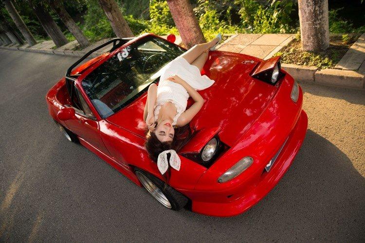 Hotgirl nhí nhảnh bên Mazda MX-5 9.