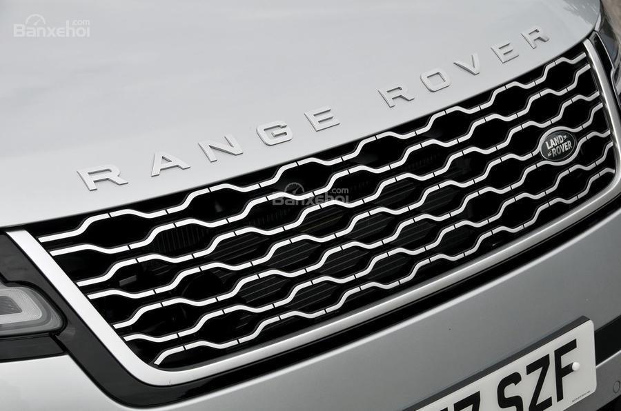 Đánh giá xe Range Rover Velar 2017: Cụm lưới tản nhiệt đặc trưng của nhà Range Rover