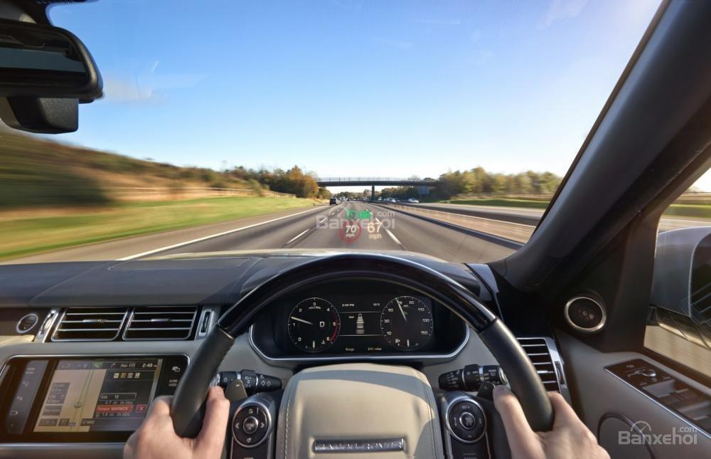 Đánh giá xe Range Rover Velar 2017: Màn hình hiển thị trên kính chắn gió HUD