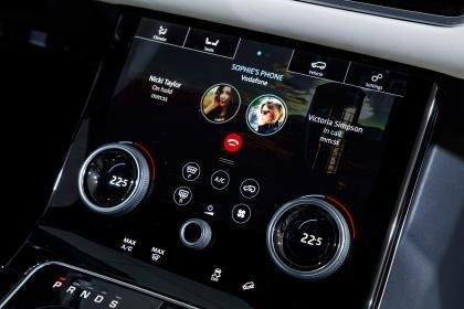 Đánh giá xe Range Rover Velar 2017: Dàn âm thanh Meridian Signature Sound System