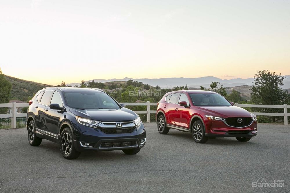 So sánh xe Mazda CX-5 2017 và Honda CR-V 2017 thế hệ mới: Khó phân thắng bại.
