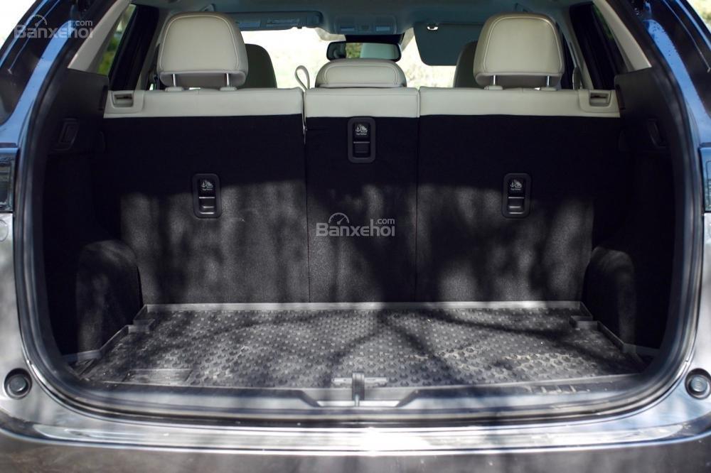 Khoang hành lý của Mazda CX-5 2017 có sức chứa 875 lít.