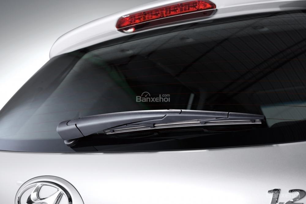 Hyundai Grand i10 chụp cần gạt mưa từ phía sau
