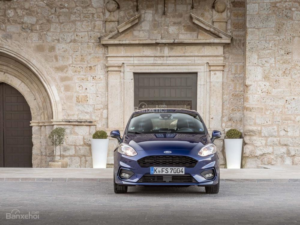 Đánh giá xe Ford Fiesta 2018 về thiết kế đầu xe 1