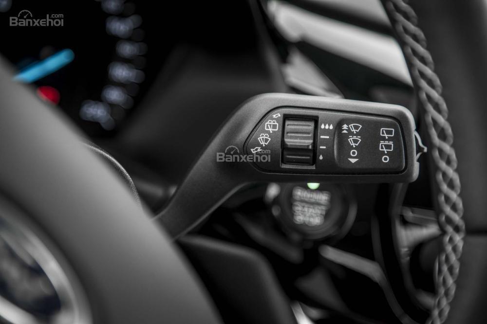 Đánh giá xe Ford Fiesta 2018 về vô-lăng a2