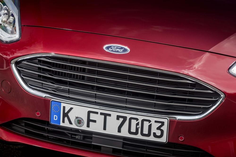 Lưới tản nhiệt Ford Fiesta 2018