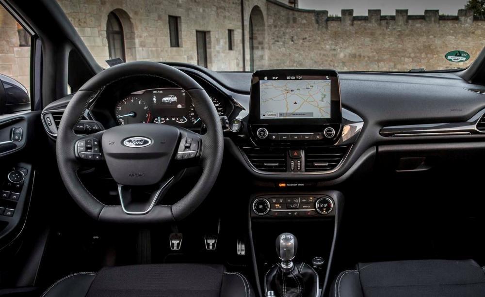 Đánh giá xe Ford Fiesta 2018: Khu vực bảng điều khiển trung tâm thiết kế lại hoàn toàn/