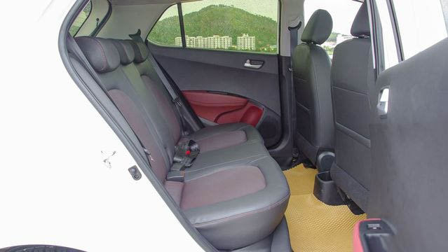Ảnh chụp hàng ghế phía sau của Hyundai Grand i10