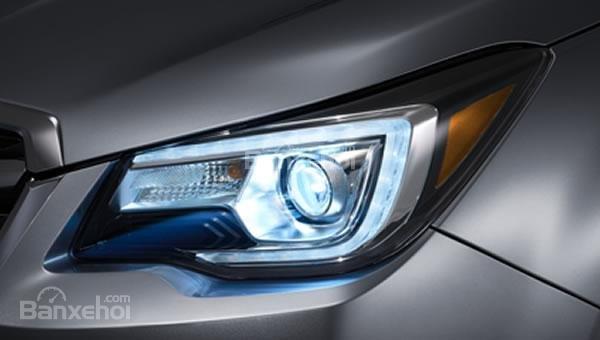 Đánh giá xe Subaru Forester 2017: Đèn pha LED projector