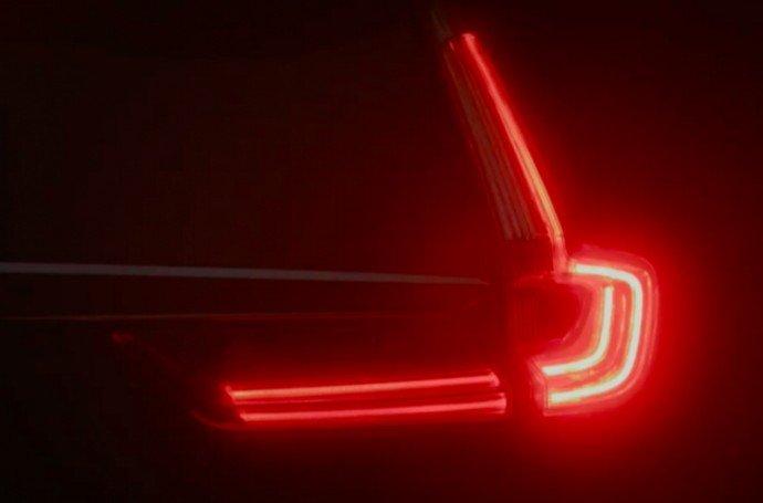 Đánh giá xe Honda CR-V 2018 bản 7 chỗ: Đèn hậu chữ L.