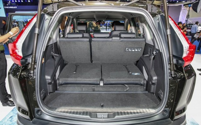 Đánh giá xe Honda CR-V 2018 bản 7 chỗ: Khoang hành lý của xe thuộc top đầu phân khúc.
