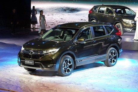 """Đánh giá xe Honda CR-V 2018 bản 7 chỗ: """"Cơn lốc"""" sắp đổ bộ thị trường Việt."""