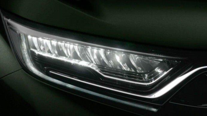 Đánh giá xe Honda CR-V 2018 bản 7 chỗ: Đèn pha full LED.