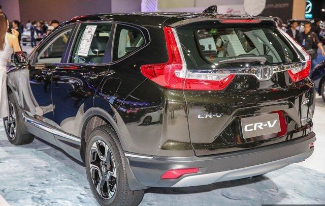 Đánh giá xe Honda CR-V 2018 bản 7 chỗ: Cốp chỉnh điện rảnh tay.