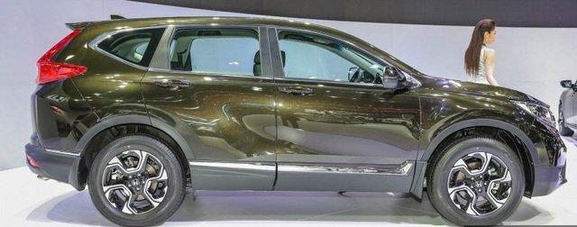 Đánh giá xe Honda CR-V 2018 bản 7 chỗ: Thân xe chỉ nhỉnh hơn 1 chút so với bản 5 chỗ.