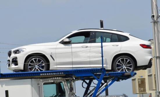 BMW X4 2018 màu trắng chụp bên hông