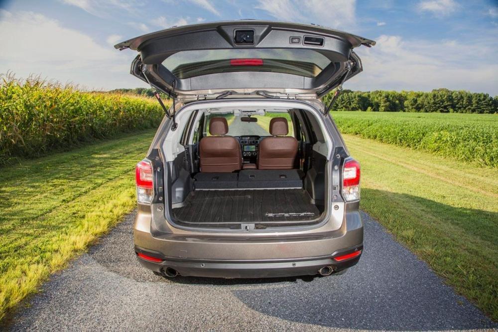 Khoang hành lý rộng rãi của Subaru Forester 2017