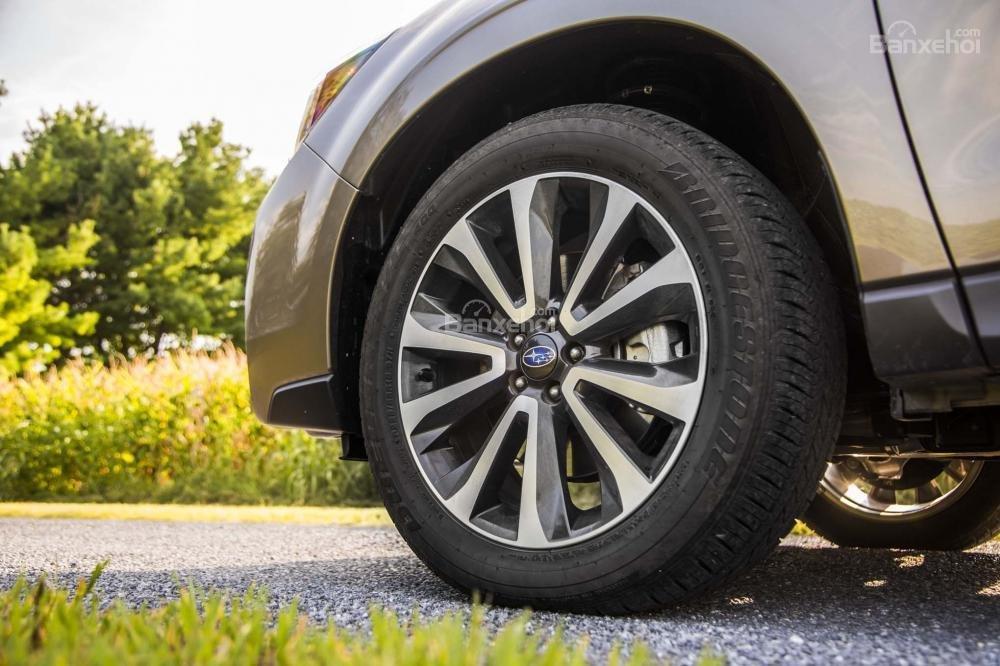 Đánh giá Subaru Forester 2017: Bộ mâm hợp kim nhôm đa chấu