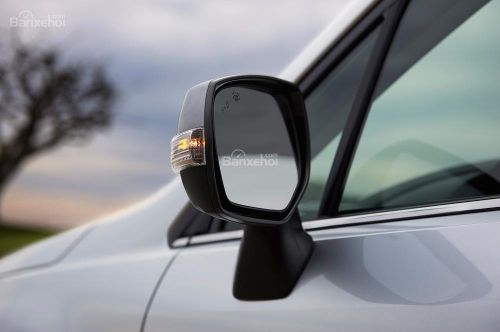 Đánh giá xe Subaru Forester 2017:Gương chiếu hậu được hạ thấp và có kích thước to bản