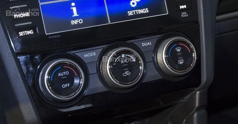 Đánh giá xe Subaru Forester 2017: Núm điều chỉnh điều hòa ngay phía dưới màn hình cảm ứng