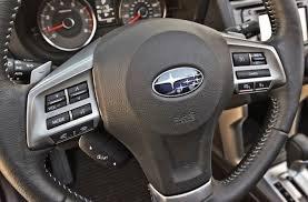 Đánh giá Subaru Forester 2017: Trên vô lăng tích hợp nhiều nút điều khiển ở cả bên trái và bên phải