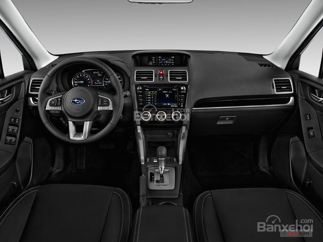 Subaru Forester 2017 có thiết kế nội thất khá đơn giản