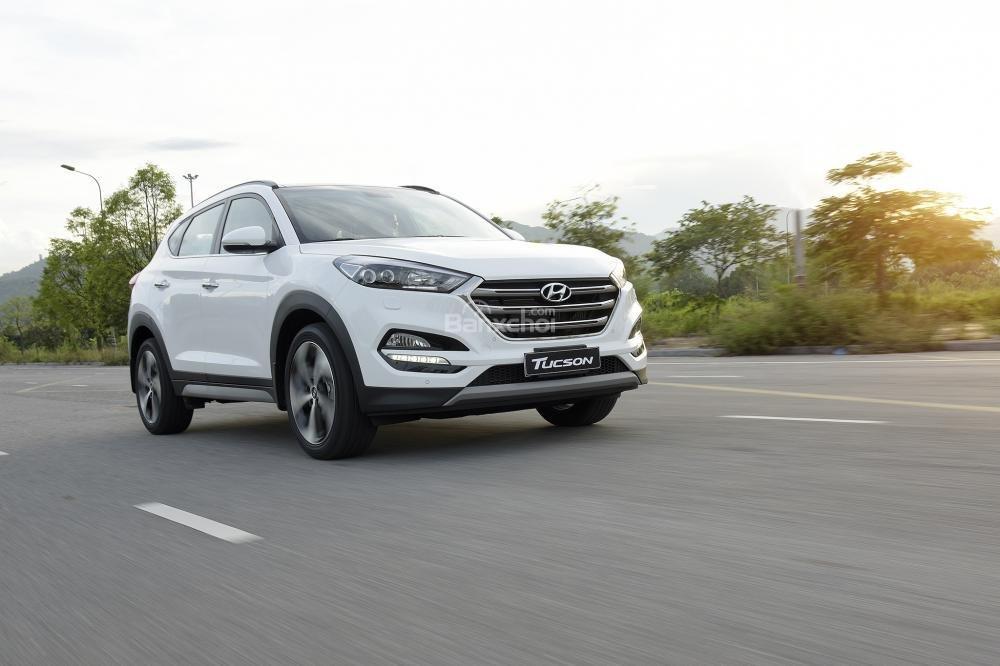 Ảnh chụp phía trước Hyundai Tucson 2017-2018