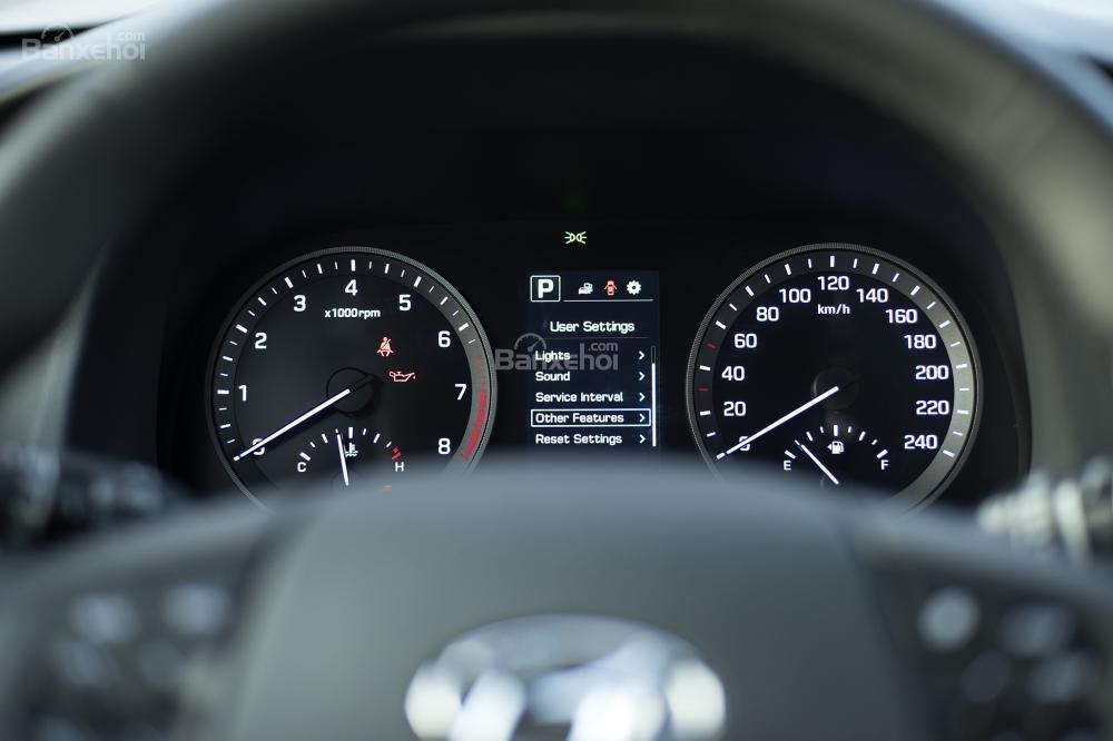Ảnh chụp cụm đồng hồ sau vô-lăng của Hyundai Tucson 2017-2018
