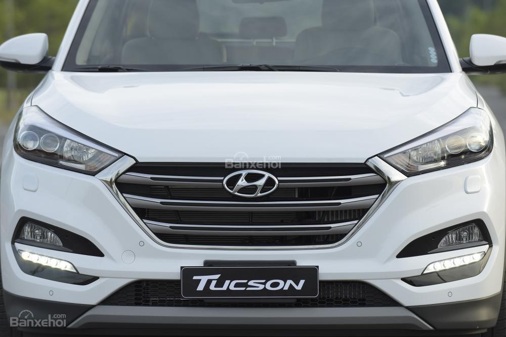Ảnh chụp lưới tản nhiệt đầu xe Hyundai Tucson 2017-2018