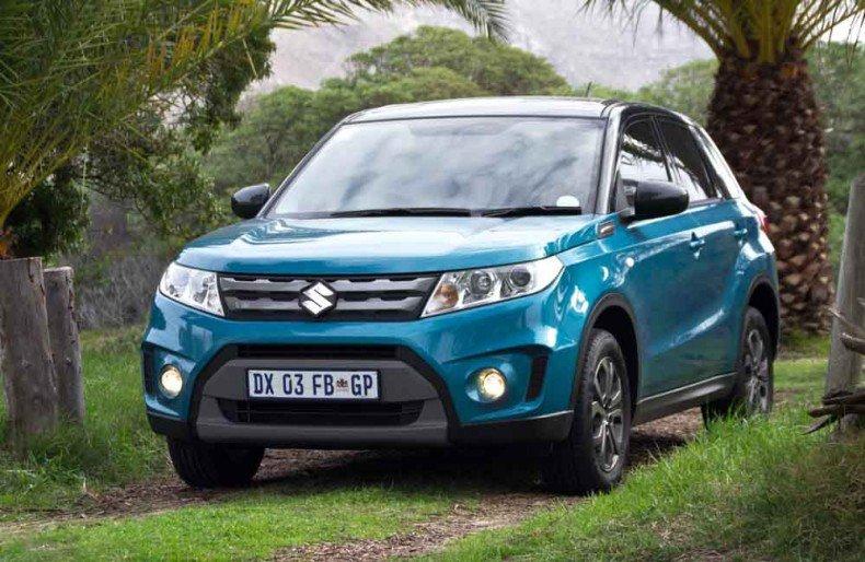 Suzuki Grand Vitara mà xanh chụp từ phía trước