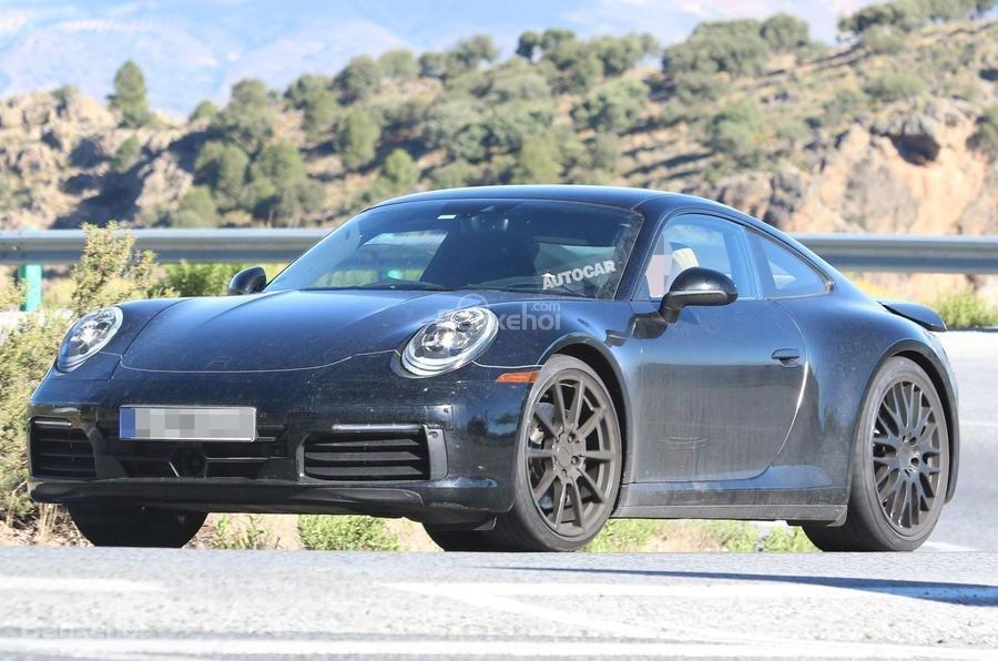 Porsche nhắm tới pin thể rắn cho xe điện.