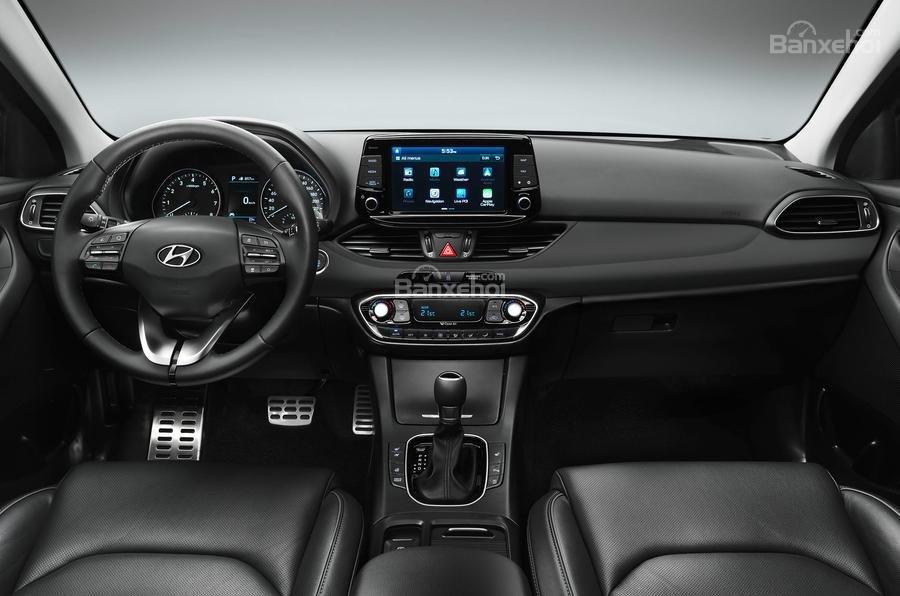 Đánh giá xe Hyundai i30 2017 về khoang nội thất a2