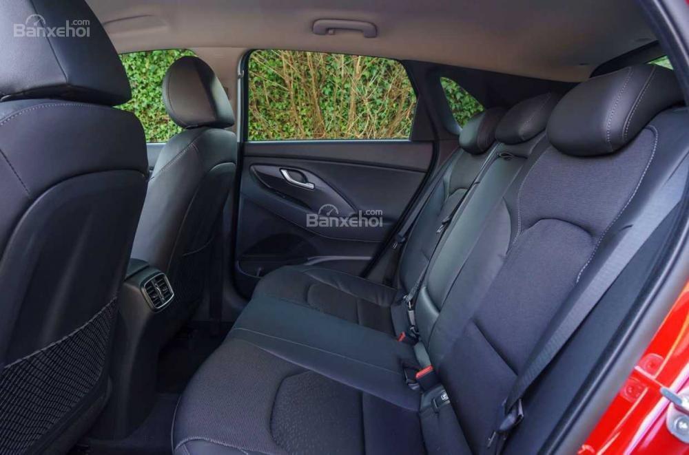 Hệ thống ghế ngồi trên xe Hyundai i30 2017 3