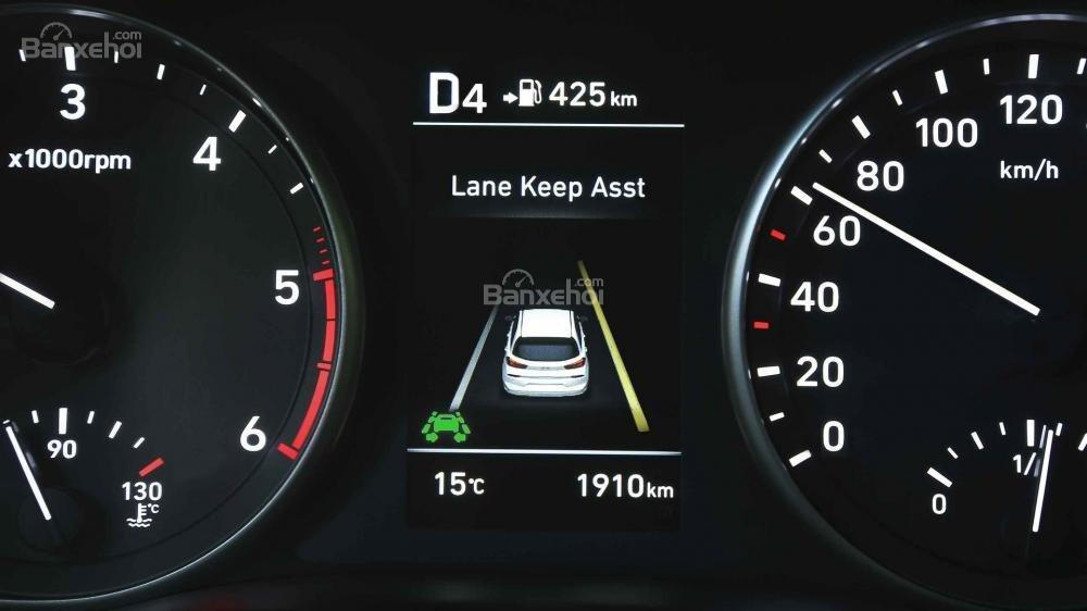 Đánh giá xe Hyundai i30 2017 về bảng đồng hồ lái a1
