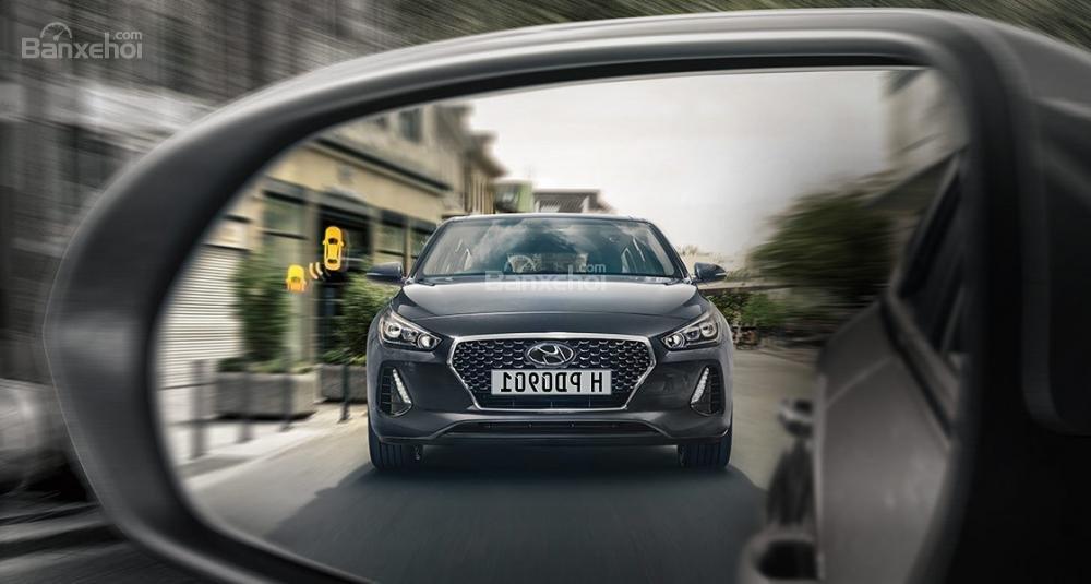 Đánh giá xe Hyundai i30 2017 về trang bị an toàn a1