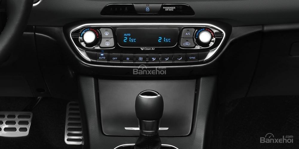 Khu vực điều khiển trung tâm xe Hyundai i30 2017