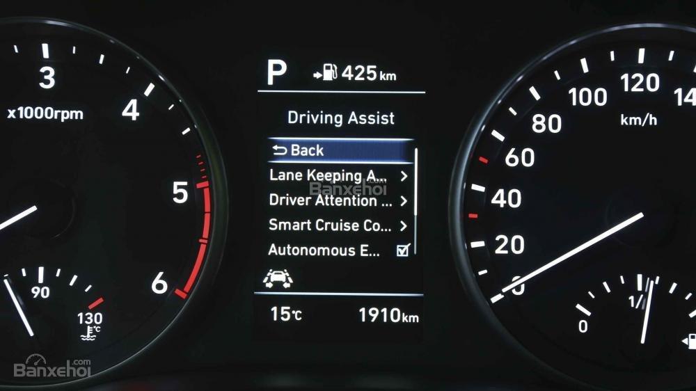 Đánh giá xe Hyundai i30 2017 về bảng đồng hồ lái a2