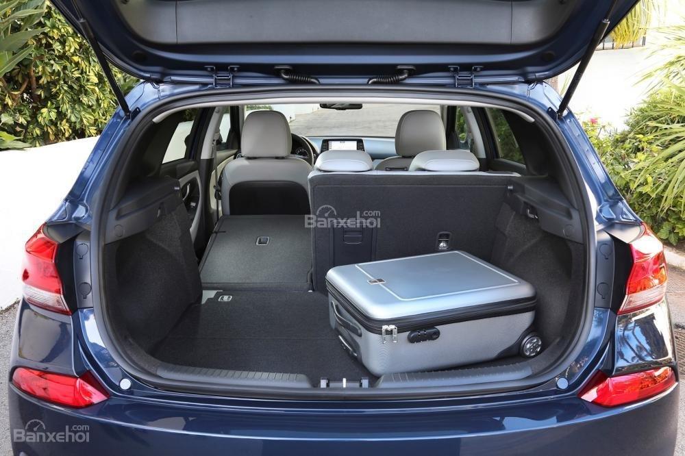 Khoang hàng lý xe Hyundai i30 2017  2
