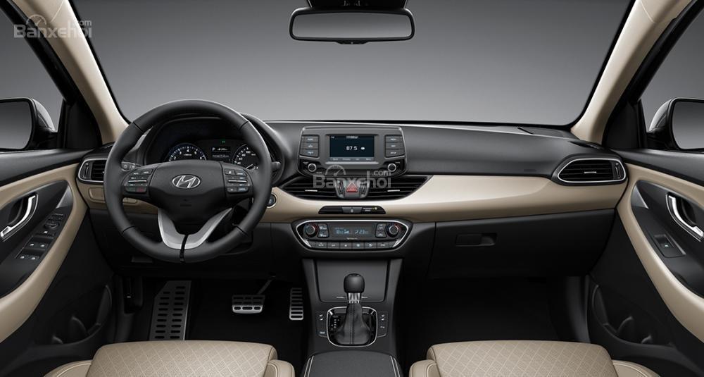 Đánh giá xe Hyundai i30 2017 về khoang nội thất a1
