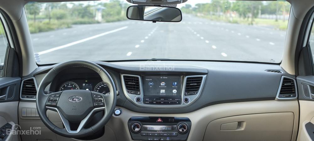 Hình ảnh chụp ở bảng táp-lô Hyundai Tucson 2017-2018