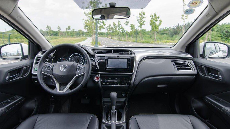 So sánh xe Hyundai Elantra 2016 và Honda City 2017 về nội thất: Xe Hàn tiện nghi, xe Nhật thoải mái 2
