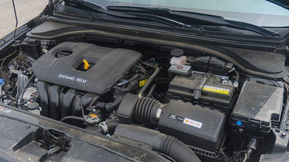 So sánh xe Hyundai Elantra và Honda City 2017 về khả năng vận hành: Một mạnh mẽ, một tiết kiệm.