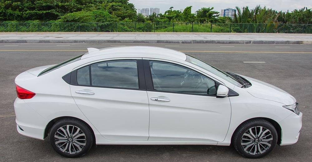 So sánh xe Hyundai Elantra 2016 và Honda City 2017 về thân xe 2