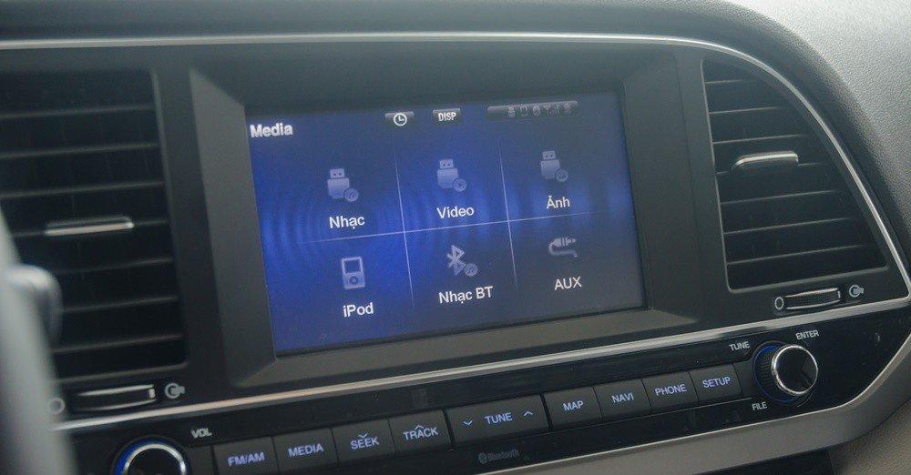 Hyundai Elantra sở hữu màn hinh cảm ứng 7 inch