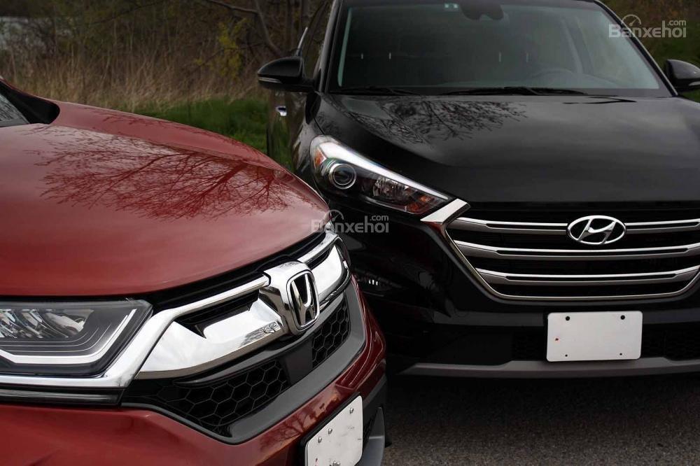 So sánh xe Honda CR-V 2017 và Hyndai Tucson 2017 về thiết kế lưới tản nhiệt a1
