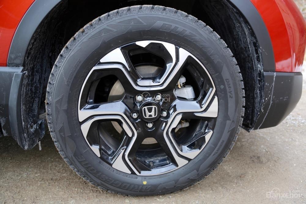 So sánh xe Honda CR-V 2017 và Hyndai Tucson 2017: Cả 2 đều có bộ la-zăng thiết kế ấn tượng a1