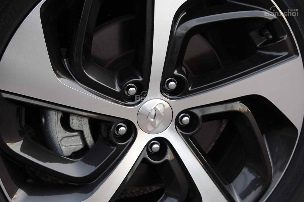 So sánh xe Honda CR-V 2017 và Hyndai Tucson 2017: Cả 2 đều có bộ la-zăng thiết kế ấn tượng a3