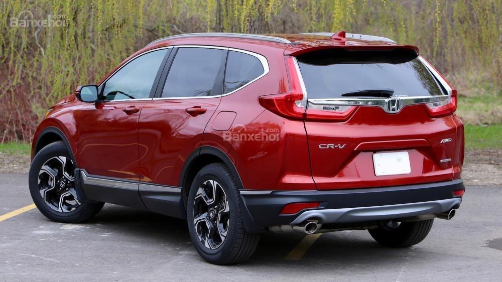 So sánh xe Honda CR-V 2017 và Hyndai Tucson 2017 về thiết kế đuôi xe a3
